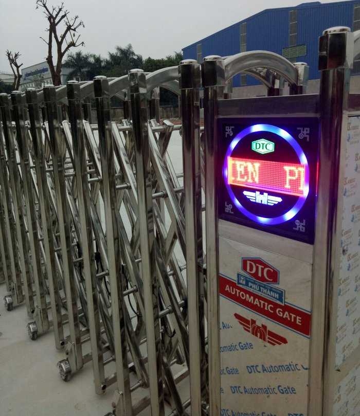 Cổng xếp tự động Phú Thành F-818 2